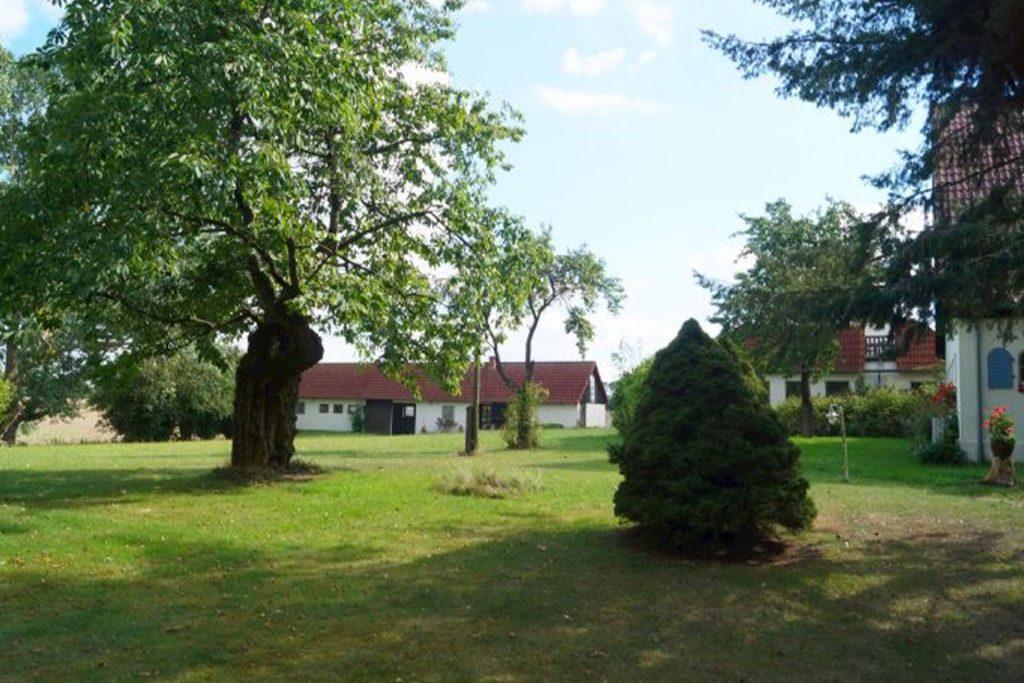 Im Norden, Blick auf die drei Gebäude